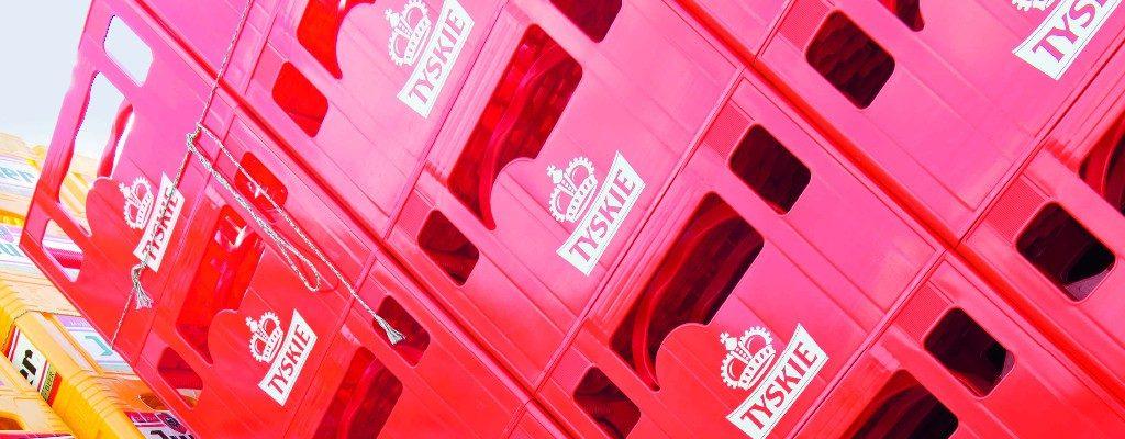 The bottle crates, elegant vehicles for beverages
