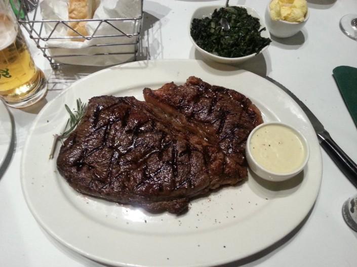 Ein Steak kommt in Südafrika perfekt gebraten auf den Tisch