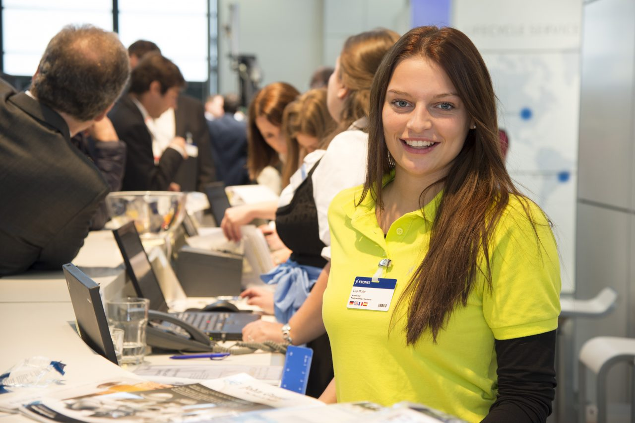 Trainee at fair: Lisa – das Sprachenwunder