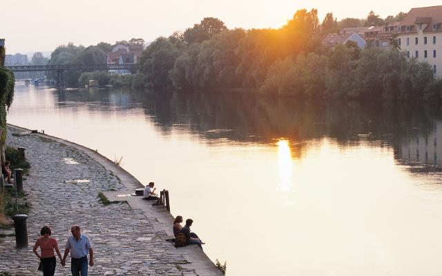 Stadt im Fluss.