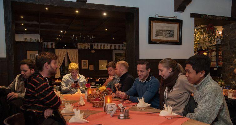Ein Praktikantentreffen der anderen Art – unser Abend in der Brauerei Bischofshof